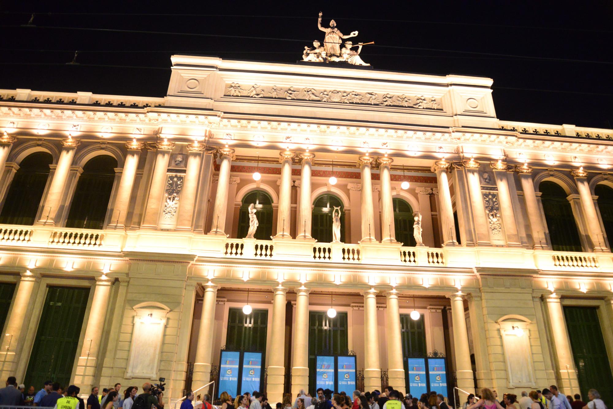 Rumbo al Congreso de la Lengua: el Teatro del Libertador con nueva fachada