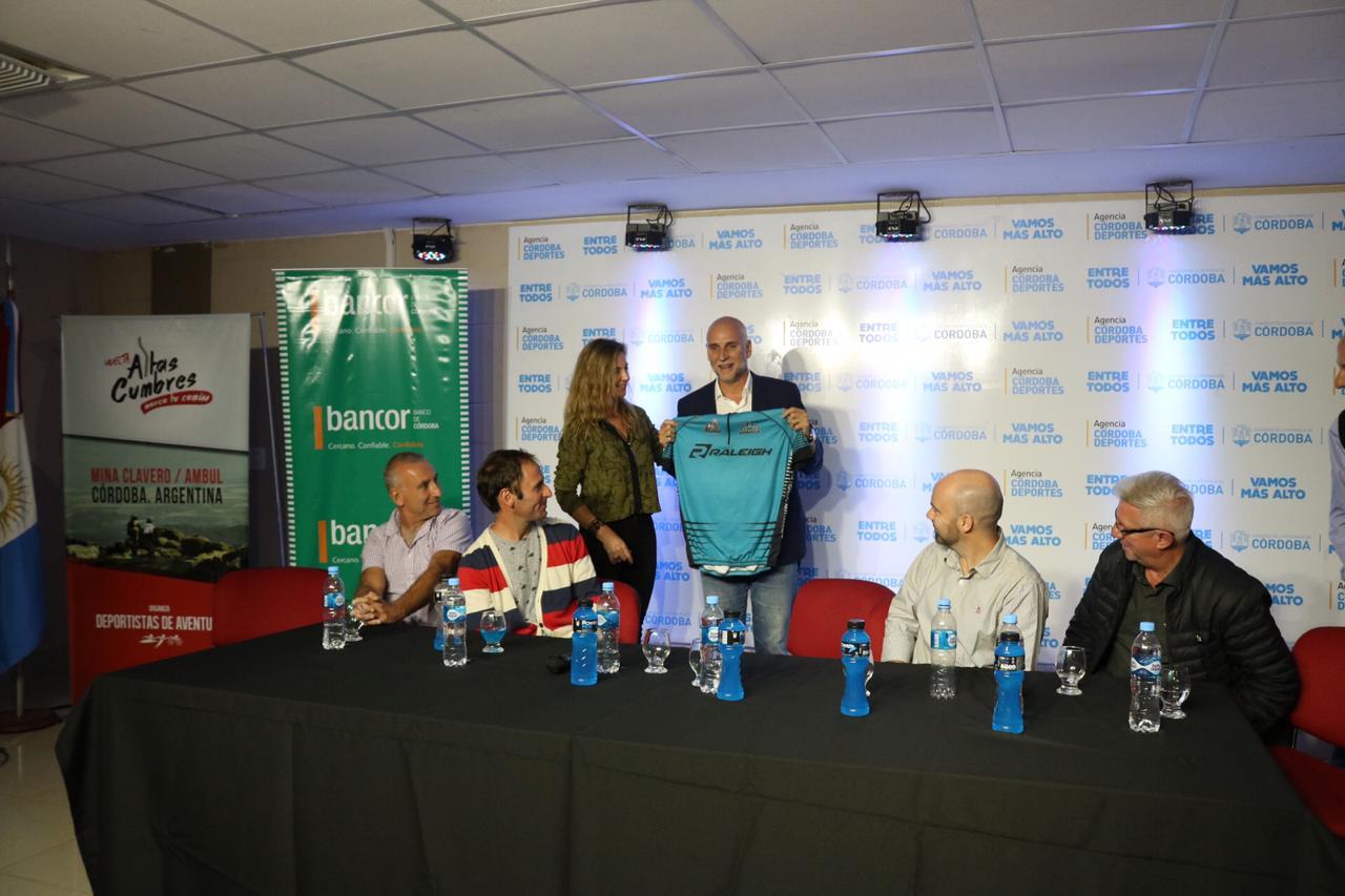 La Vuelta Altas Cumbres se presentó en el Kempes