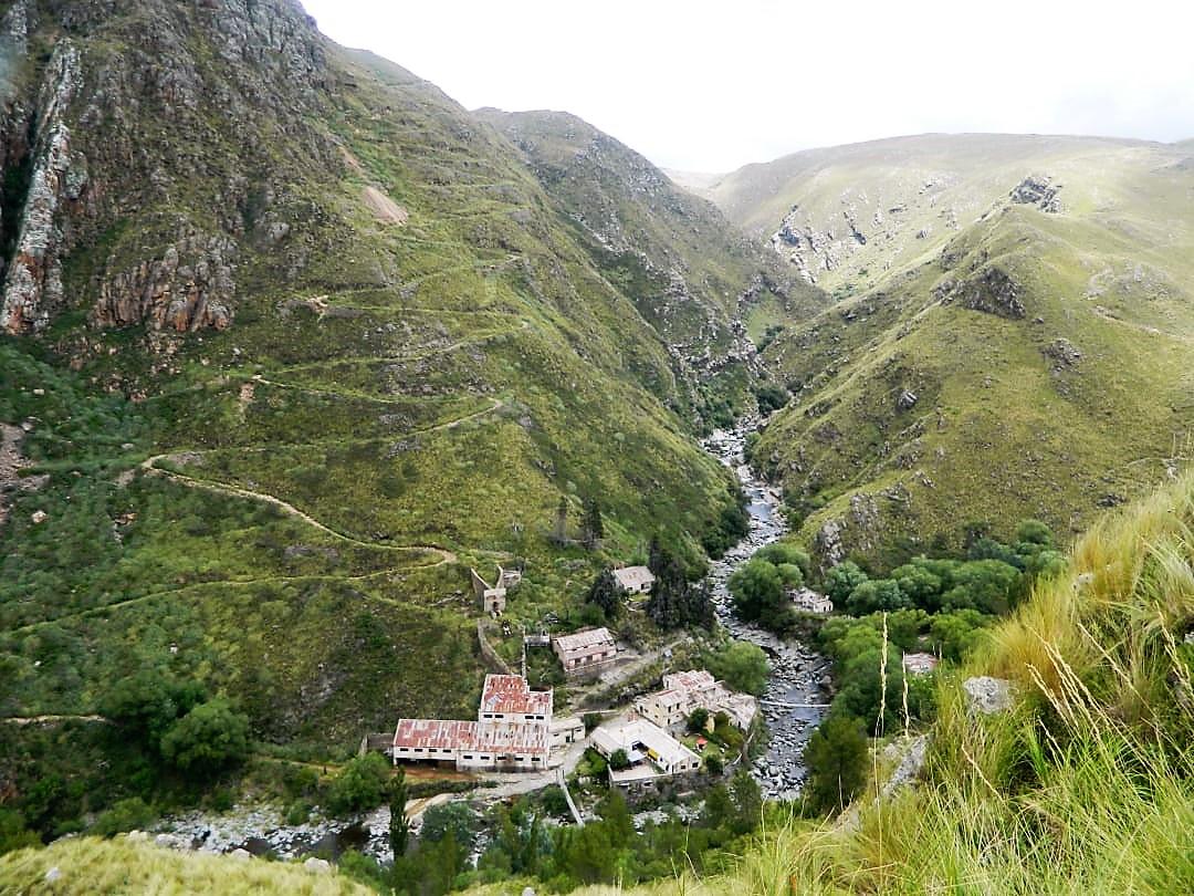 Pueblo Escondido, entre el Cerro Áspero y las Sierras del Sur